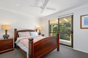 A bed or beds in a room at Flynns Beach Retreat