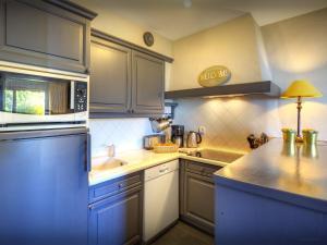 A kitchen or kitchenette at Chalet Beauvoir 4 - OVO Network