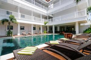 The swimming pool at or close to Samsara Inn