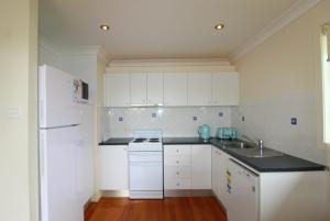 A kitchen or kitchenette at Anglesea, 17 Hodgson Street