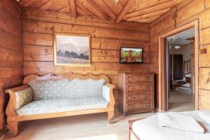 A seating area at Apartament Czarny Potok Zakopane