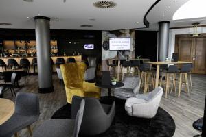 The lounge or bar area at Dorint An den Westfalenhallen Dortmund