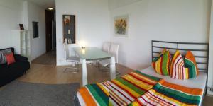 Ein Bett oder Betten in einem Zimmer der Unterkunft Hotelturm Augsburg