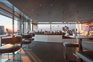 Een restaurant of ander eetgelegenheid bij INNSiDE by Meliá Frankfurt Eurotheum