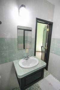 Un baño de Hotel Castillo Del Rey