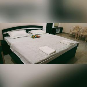 A bed or beds in a room at Maninder's Home Stay