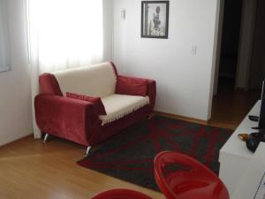 A seating area at ARENA GREMIO.SUÍTE +2 D. ESTAC.WI-FI. AR.COND. TV.CABO