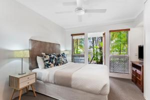 A bed or beds in a room at Sunset Cove Noosa