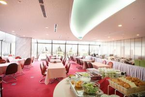 A restaurant or other place to eat at Narita Airport Rest House