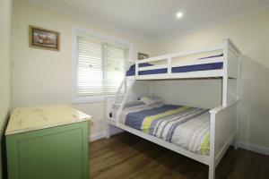 A bunk bed or bunk beds in a room at Crescent Haven, 2A View Street,