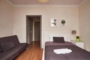 Łóżko lub łóżka w pokoju w obiekcie Top Ten House Nowogrodzka