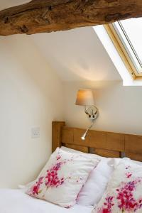 A bed or beds in a room at Unit 1 Dove Farm Barns