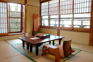 A restaurant or other place to eat at Ryokan Motonago