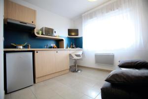 A kitchen or kitchenette at Résidence Les Portes d'Espagne