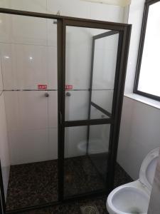 A bathroom at Hostal Río ibare
