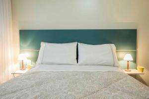 A bed or beds in a room at Charmoso JK perto de tudo