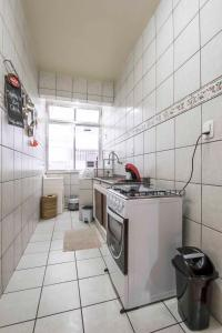A kitchen or kitchenette at Charmoso JK perto de tudo