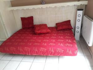 Un ou plusieurs lits dans un hébergement de l'établissement Studio Saint-Jeoire Massif des Brasses