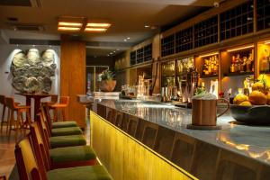 The lounge or bar area at Wood Hotel – Casa da Montanha