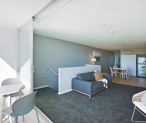 A seating area at Oaks Nelson Bay Lure Suites
