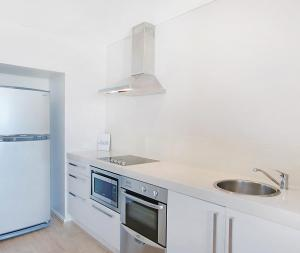 A kitchen or kitchenette at Oaks Nelson Bay Lure Suites