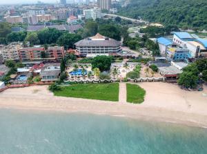 Een luchtfoto van Siam Bayshore Resort Pattaya