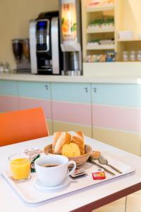 Options de petit-déjeuner proposées aux clients de l'établissement Premiere Classe Annecy Nord - Epagny