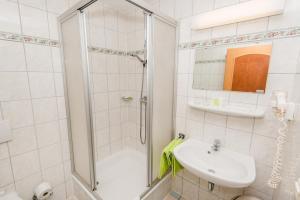 Ein Badezimmer in der Unterkunft Gasthof Strauß