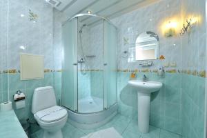 Vonios kambarys apgyvendinimo įstaigoje light hotel & hub