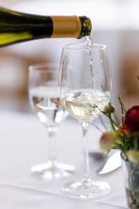 Ein Restaurant oder anderes Speiselokal in der Unterkunft Hotel Waldhof auf Herrenland