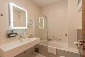 A bathroom at Hotel Degenija