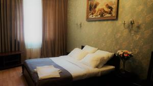 A bed or beds in a room at Hotel Lion