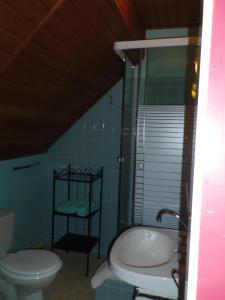 A bathroom at Hotel Restaurant Du Kalblin