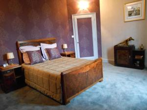 A bed or beds in a room at La Passagere