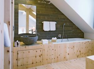 Ein Badezimmer in der Unterkunft Romantik Hotel Muottas Muragl