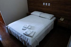 A bed or beds in a room at OYO Hotel Almanara