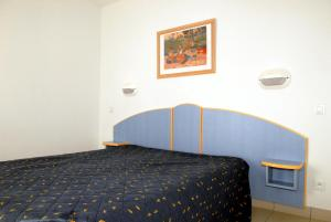 A bed or beds in a room at Azureva Fouras