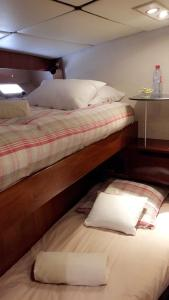 A bed or beds in a room at Yacht Deauville