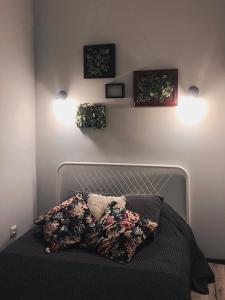 Кровать или кровати в номере Studio on Zhukovskogo 6