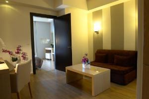 Χώρος καθιστικού στο Ξενοδοχείο Σουίτες Κρηστωνία