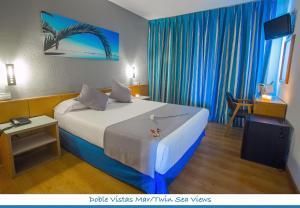 Cama o camas de una habitación en Hotel Neptuno