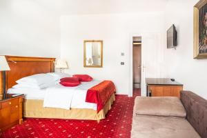 A bed or beds in a room at Hotel Leon D´Oro