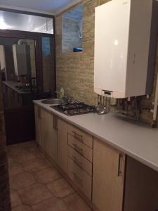 Кухня або міні-кухня у 2 room apartment in centre on Pselskaya street