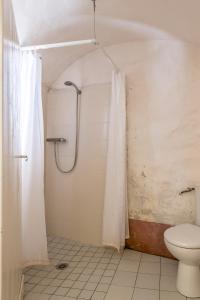A bathroom at La maison d'Angèle