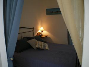 Łóżko lub łóżka w pokoju w obiekcie Irini Studios