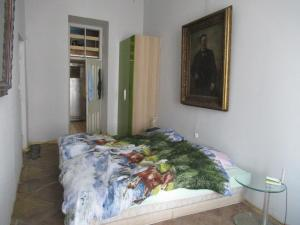 A bed or beds in a room at Apartamenty Bagatela 14