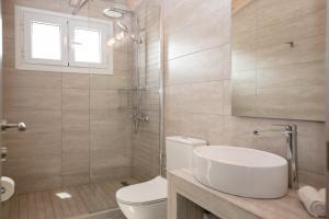 A bathroom at Electra Apartments