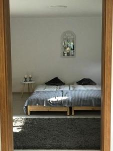 A bed or beds in a room at Przytulne mieszkanie w urokliwej okolicy