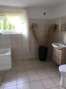 A bathroom at Przytulne mieszkanie w urokliwej okolicy