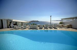 Der Swimmingpool an oder in der Nähe von Economy Studios by Voula